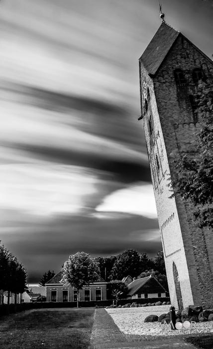 Scheve Toren Bedum Zwart-Wit Lange Sluitertijd