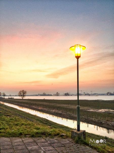Woordloze Woensdag Dubbel Licht Landschap Werkendam iPhone/></a></center></p> <span class=